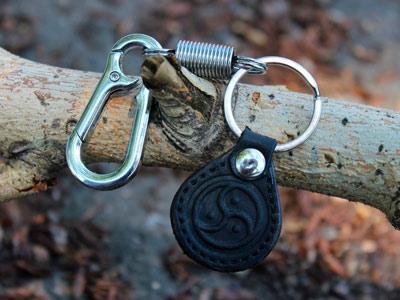 """Брелок для ключей """"Трискель"""" с карабином"""