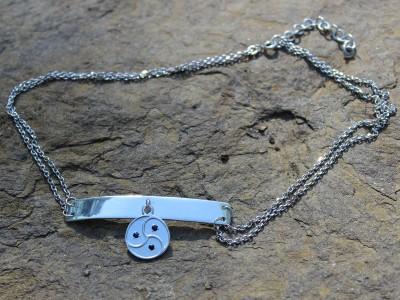 Колье серебряное с трискелем