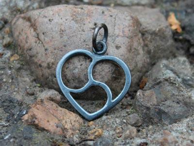 Кулоны «Трискель в сердце» с чернением