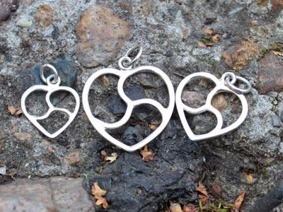 Кулоны «Трискель в сердце» серебряный