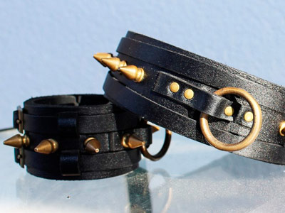 Комплект черный ошейник и наручи с шипами