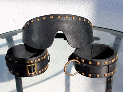 Комплект наручи + маска черные