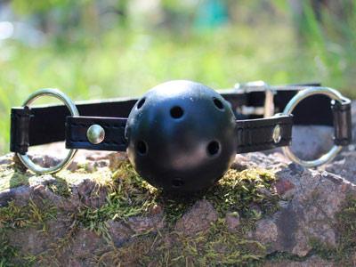 Кляп с черным шариком