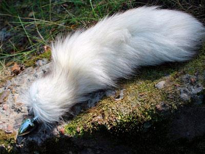 Плаг с хвостом 40 см светло-серый (песец)