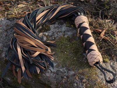Флоггер 60 хвостов черный с коричневым кожа нубук
