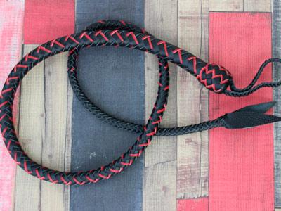 Снейк черный с красным с хлопушкой 130 см