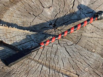Стек плетеный черный с красным 30 см