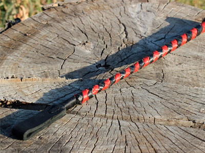 Стек плетеный черный с красным 40 см