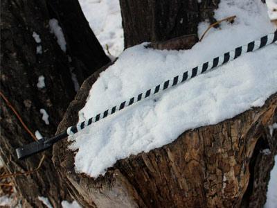 Стек плетеный черный с белым 60 см